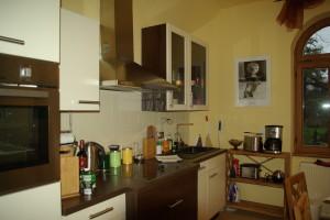 Die vollausgestattete Küche mit Eßplatz für entspannte Mahlzeiten.
