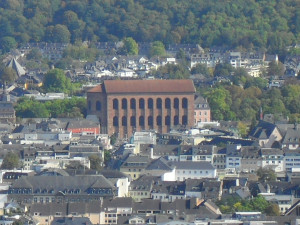 Noch heute gilt in einigen Stadtteilen und Städten wie Monschau oder Stadtteilen wie Trier-Pallien die Pflicht für Bauherren mit Schiefer zu decken.