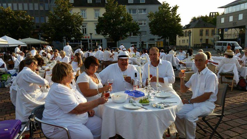 Erstes Weiße Dinner in Trier war ein voller Erfolg