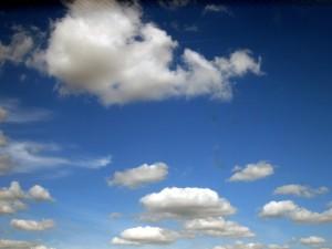 blauer-himmel-sonne-wolken