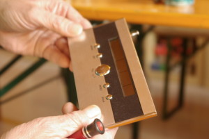 Defekte Radios, Kameras und Drucker wurden fachmännisch repariert.